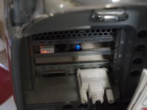 稼働中の無線LANアダプタとBluetoothアダプタ。